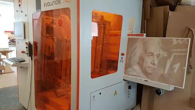 Satisfied customer with the vertical CNC EVOLUTION 7405 from HOLZHER for cabinet processing