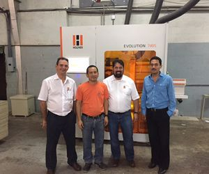 HOLZ-HER reference customer in Panama with the vertical CNC Evolution 7405
