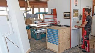 Reference customer, Mähr in Austria - vertical CNC machining center 7405 - CNC machining with extremely limited space