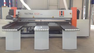 Satisfied HOLZHER customer with TECTRA 6120 classic horizontal panel saw